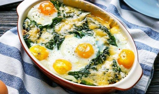 Épinards aux œufs cuits