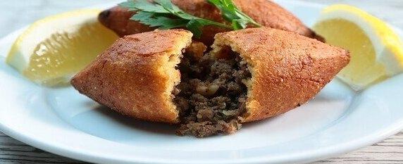 Boulettes de viande farcies à la turque avec viande hachée
