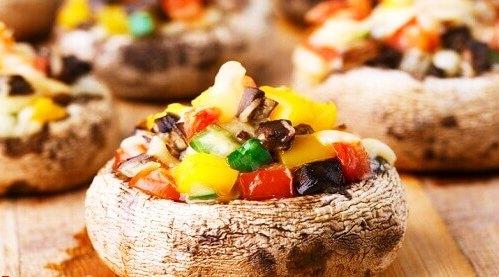 Champignon farci à la turque avec des légumes [Végétarien]