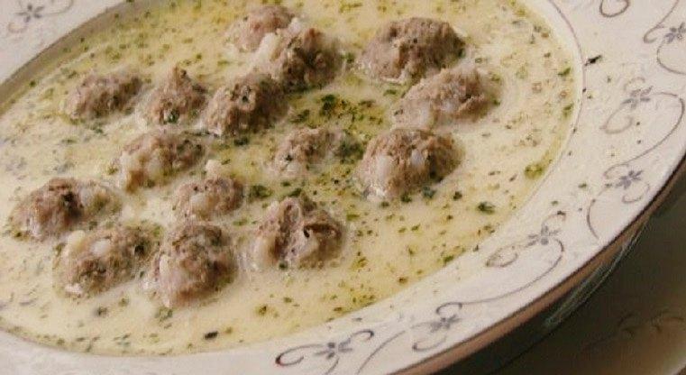 Recette de soupe aux boulettes de viande et au yaourt