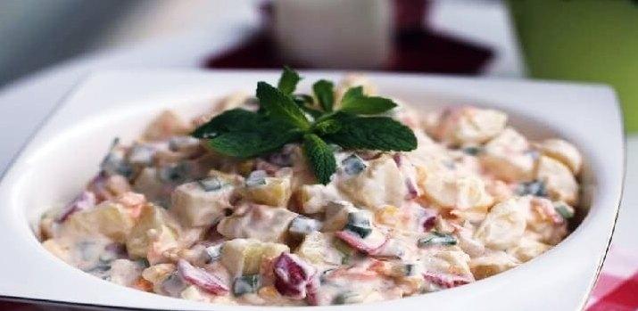 Salade de pommes de terre aux poivrons grillés et au yaourt
